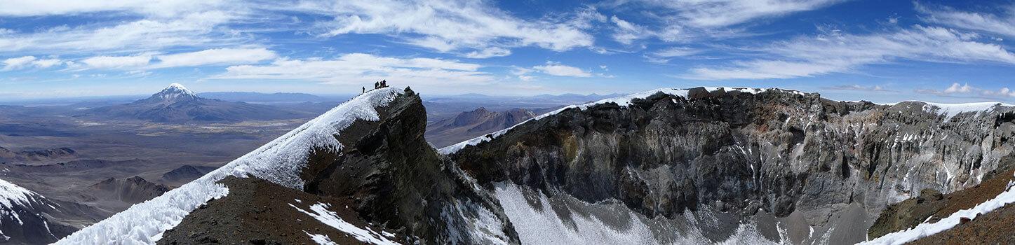 Crater en la cima del volcán Parinacota